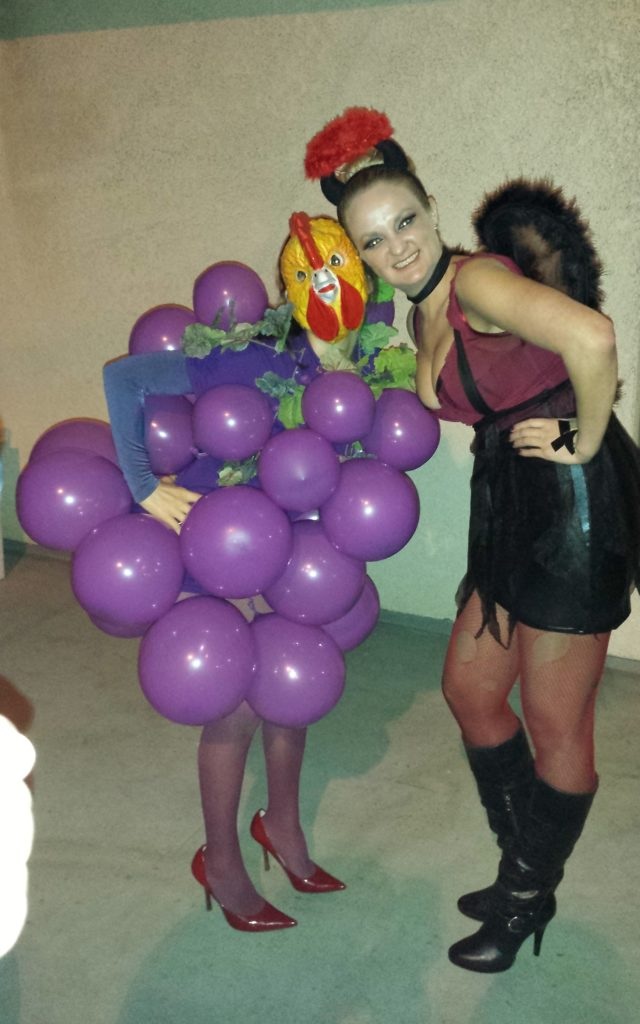 Photo-GENE-ic Roogrape makes friends! (Copyright © 2013 Erika Herman, Author of<em> Eat Like a Fatass, Look Like a Goddess: The Untold Story of Healthy Foods</em>)